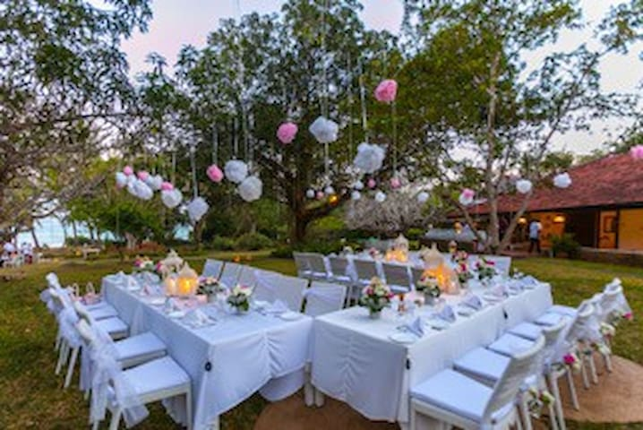 Huge gardens for banqueting