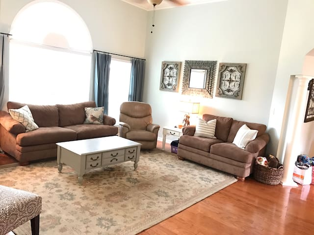 Family Friendly w\ Plenty of Space - Montgomery - Huis
