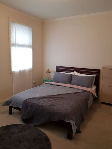 Spacious double bedroom, close to shops & trains