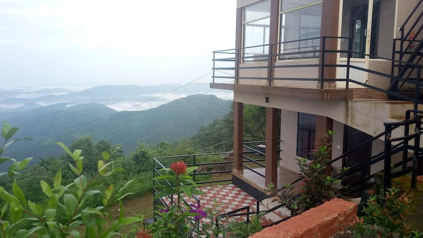 Misty Villas: Where clouds touch the earth.