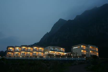 형제섬과 마라도가 한 눈에 보이는 오션룸 (디오션힐 The Ocean Hill) - Andeok-myeon, Seogwipo
