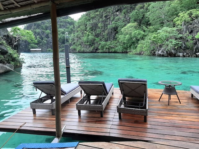 Private deck! where to lay down on the chairs, drink a cocktail, enter the sea from your private ladder and where to have a fresh water shower to rinse the salt once back up!