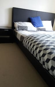 Neat & tidy room only for ladies. - Campbell, Australian Capital Territory, AU