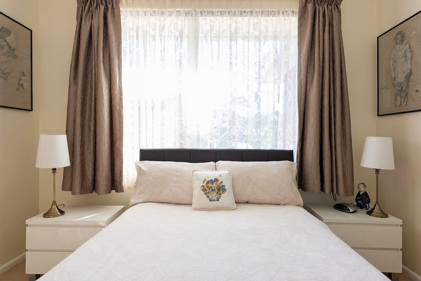 Sunny bedroom, top quality linen, comfortable bed complete with electric blanket.  Room can be darkened when the reflector blind is used.  Ceiling fan in bedroom with remote control