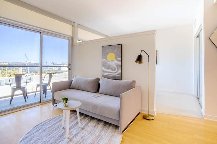 Modern and Cozy Private Jr 1 Bedroom-416