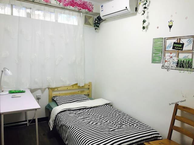 经济实惠 一张单人床  空调6 特惠房间