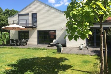 Cosy Villa in select Area - Roubaix - Roubaix - House