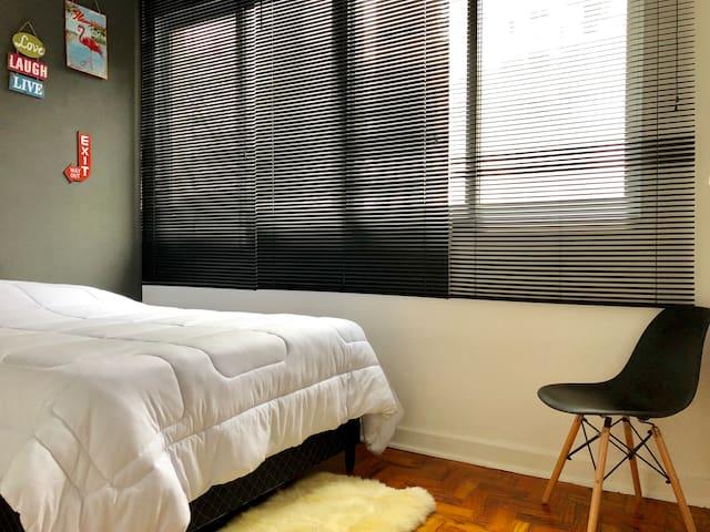 Moderno quarto de casal (2/5 quadras da Paulista)!