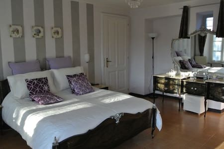 B&B Casa Joop | The Lavender Room - Magnano - Bed & Breakfast