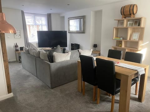 Beautiful 2 bed house in PERFECT location