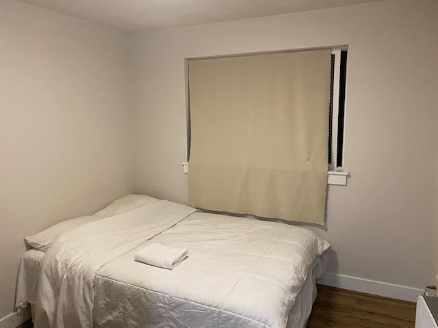 Full matress bedroom