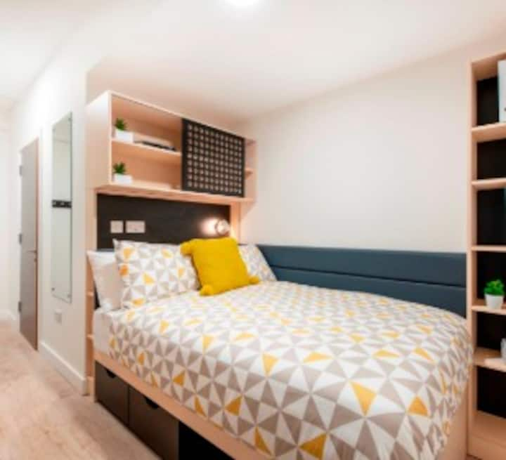 Student Only Property: Delightful Classic Studio