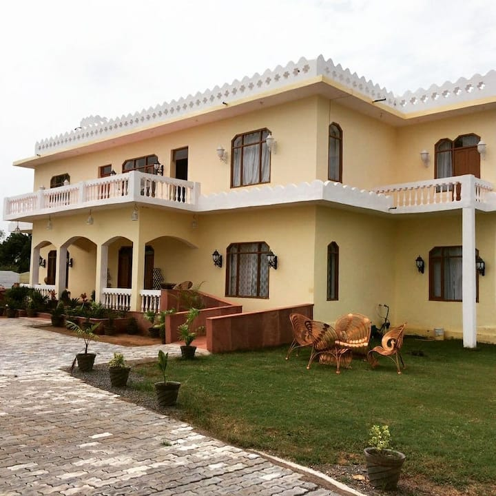 Faagun Haveli Orchha- A countryside home