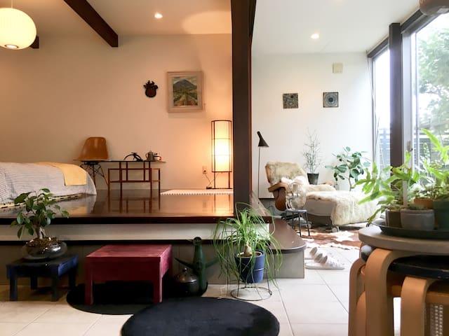 お庭に面した和モダンな離れのお部屋。駐車場無料【Host residential】