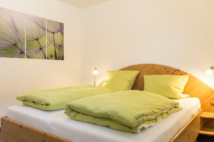 Sep. Schlafzimmer Doppelbett, Kleiderschrank