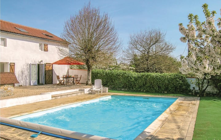 Awesome home in l'Hermenault with 3 Bedrooms
