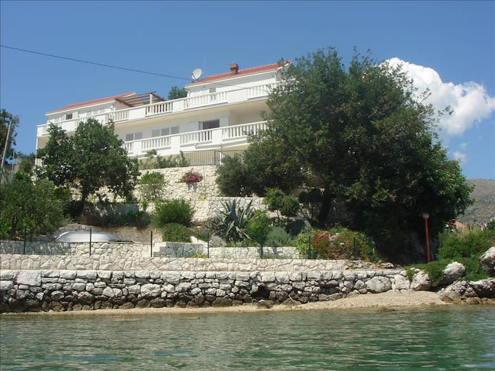 VillaOnTheSeaRock: Two-Bedroom Apartment with Terrace and Sea View  D1