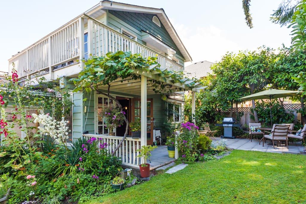 crescent garden house h user zur miete in surrey british columbia kanada. Black Bedroom Furniture Sets. Home Design Ideas