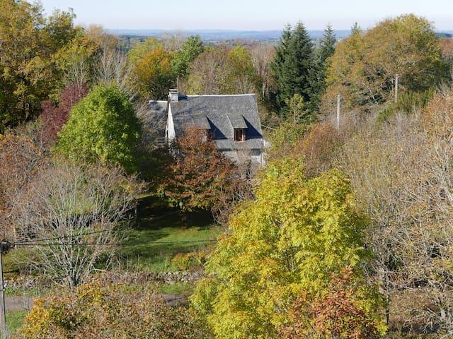 maison et studio 120m2 - La Tour-d'Auvergne - Hus