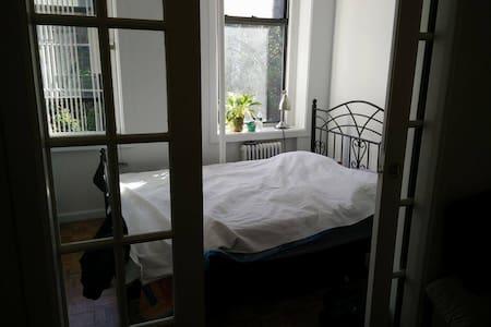 Sunny East Village apartment - New York