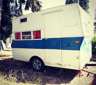 A tiny house experience in our cute lil camper! - Port Moody
