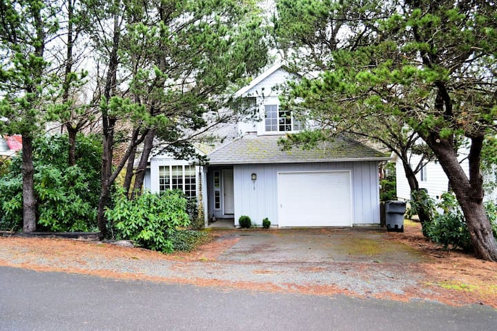 GABLES~MCA# 574~Charming house in town that now has WIFI!! - 3 Bedroom, 2 Bathroom