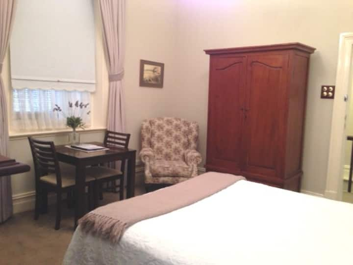 Arundels Boutique Accommodation Queen Spa Room