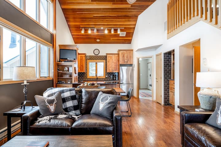 Stunning ski-in/ski-out townhome with a private indoor hot tub!
