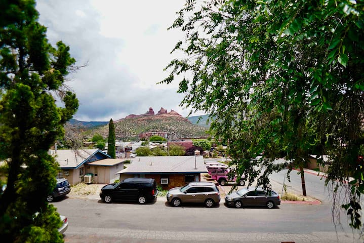 VIEWS FOR DAYS/UPTOWN SEDONA/RED ROCK VIEWS