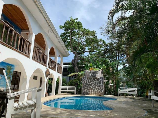 Hotel Playa Garza. A/C, Piscina y Restaurante