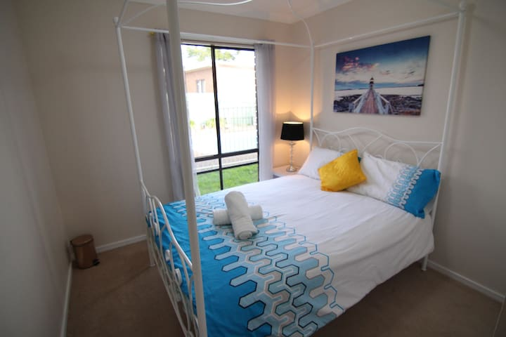 Pool View Double Room in a Quiet street in Town - Muswellbrook - Дом