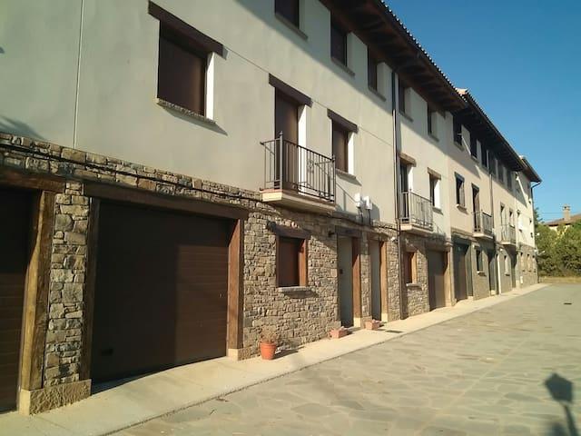 Apartamentos CASA JUAN - Huesca - Flat