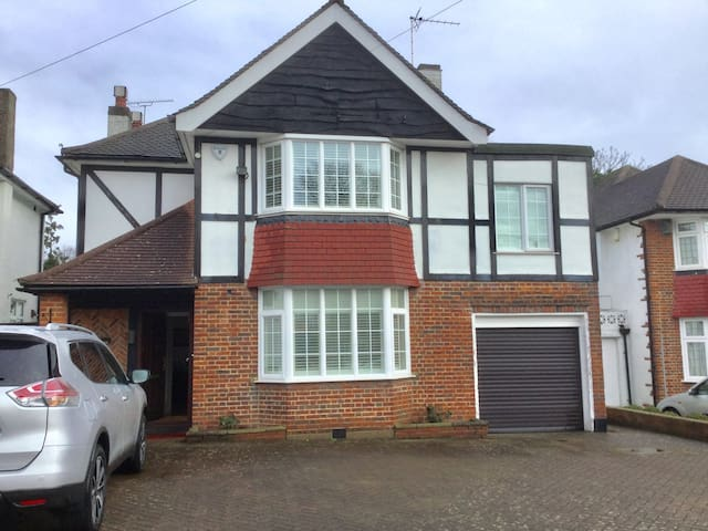 Detached house with heated pool!