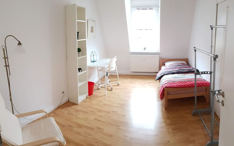 City centre cozy room in shared flat