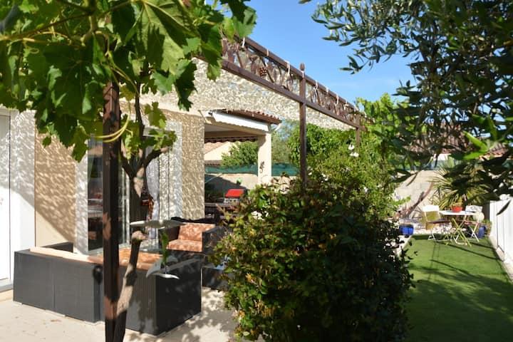 Villa avec piscine sécurisée proche de la mer