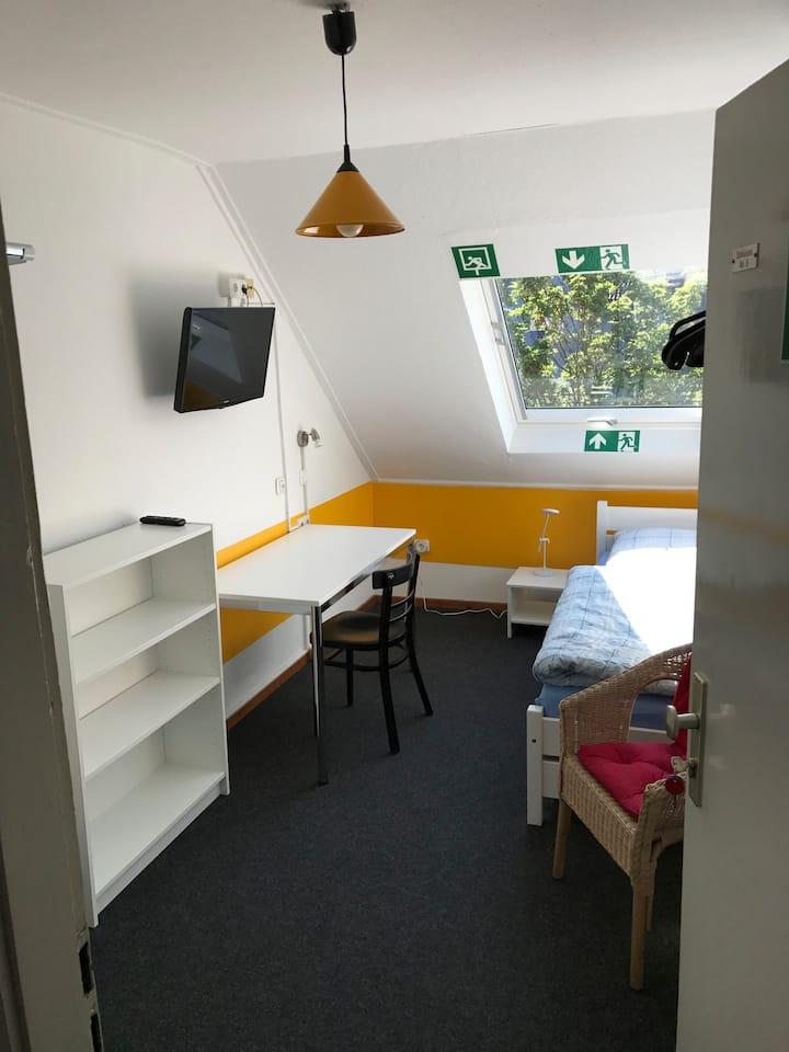 Gemütliche Dachkammer/Cosy attic room - Zentral
