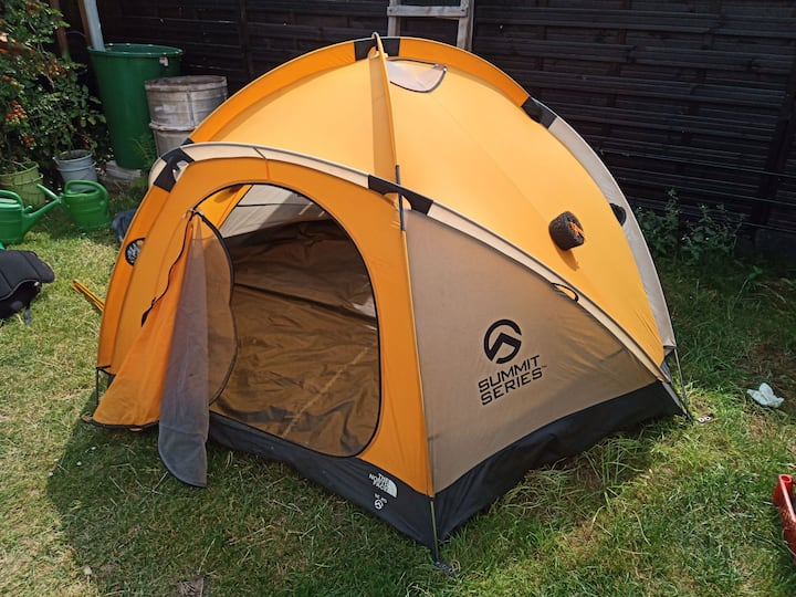 Camping in 4 men tent VE25 the north face