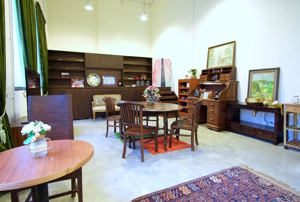 This is the Right Wing which is a stately meeting space equipped with a conference table with chairs, a TV for presentations, a serving bureau with tea and coffee, and a sink.