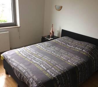 Chambre à Arlon, confortable et au calme. - Arlon