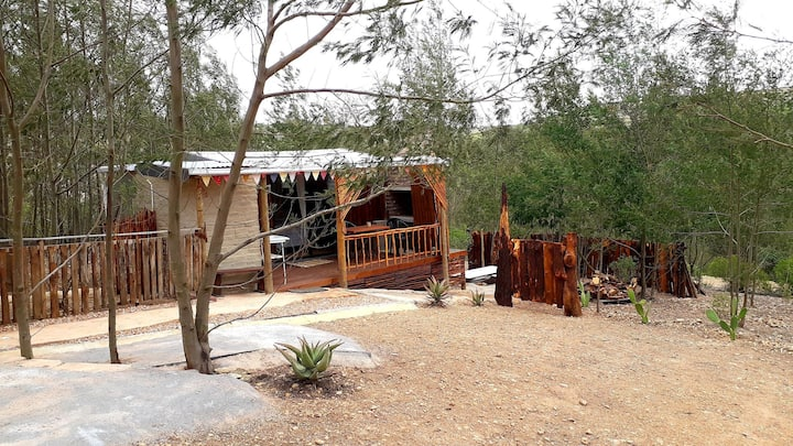Aloe Cabin Rustic Bush Escape Eco friendly stay