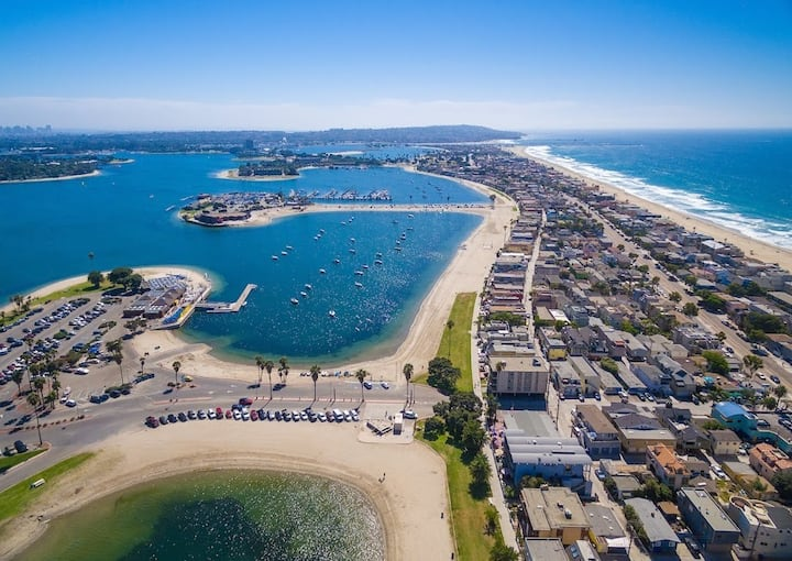 Mission Beach Bayside Condo steps from the water!