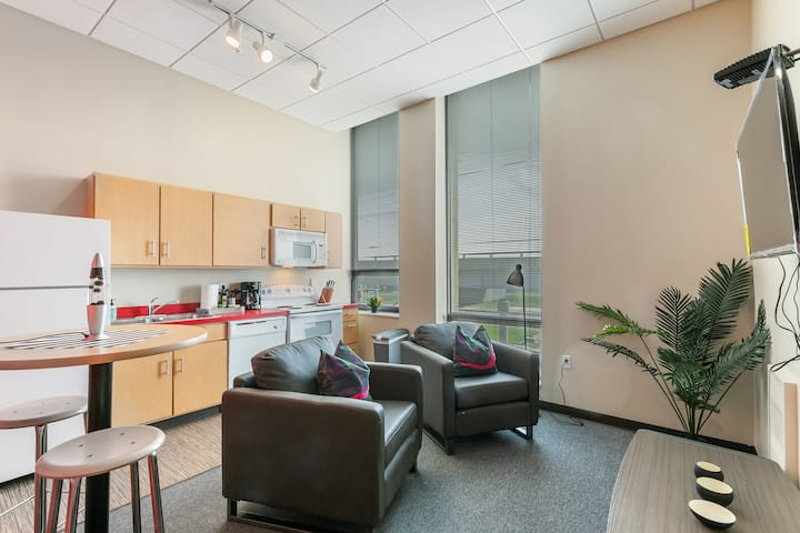 Spacious Studio in the Heart of St. Louis + Gym