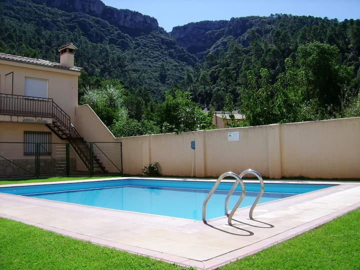 Apartment with 3 bedrooms in La Iruela, with wonderful lake view, shared pool and enclosed garden