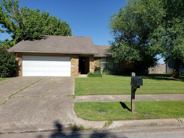 Cozy home 10 minutes from Tulsa Intl Airport