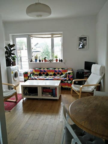 Spacious room in Shoreditch with view of the city