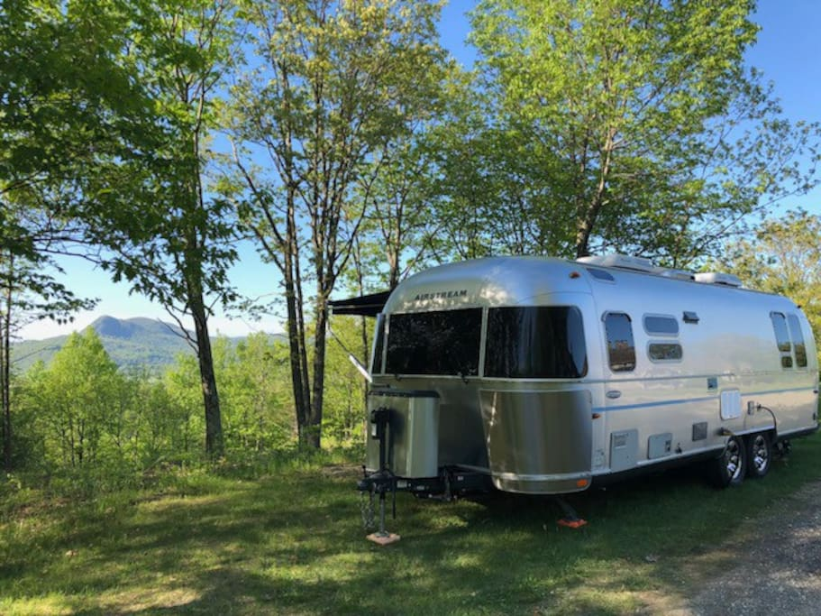 Airstream - Sleeps 4 - running water, bathroom, shower.