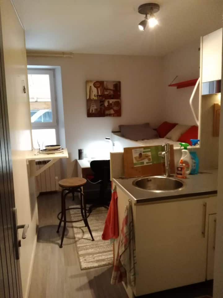 Studio  meublé équipé plein centre de Vivonne