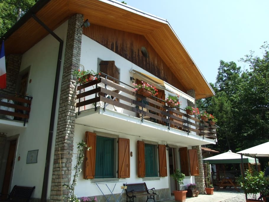 M g ranch relax nel verde apartments for rent in pieve for Large apartment in san paolo