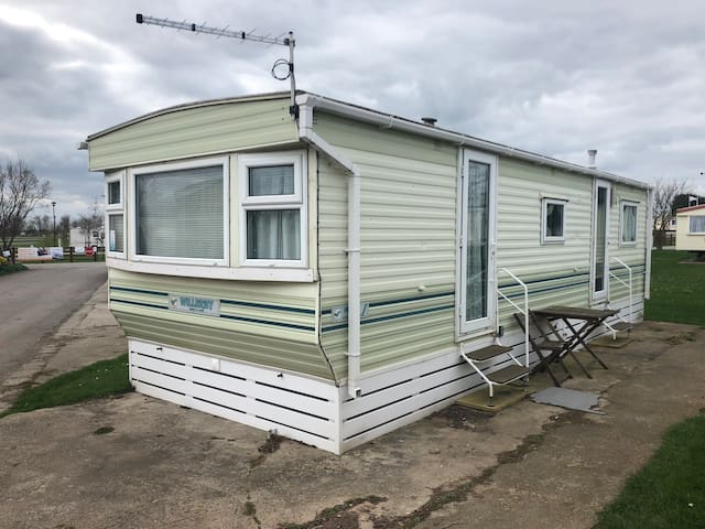 2 bedroom Caravan 5* Sand Le Mere Holiday Park O