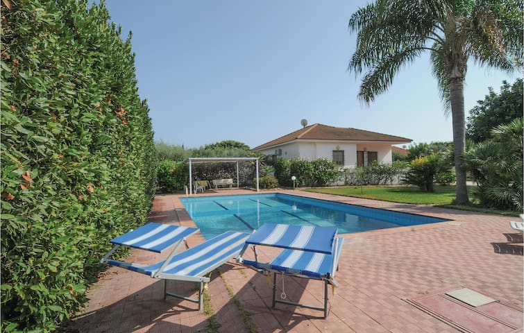 Holiday cottage with 3 bedrooms on 90m² in Marina di Ragusa (RG)